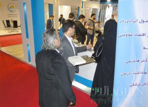 آماده سازی آیین افتتاح ۲۷ محصول ایرانی توسط دکتر هاشمی در غرفه وزارت بهداشت ساخته شده توسط شرکت نگاه سبز آگرین